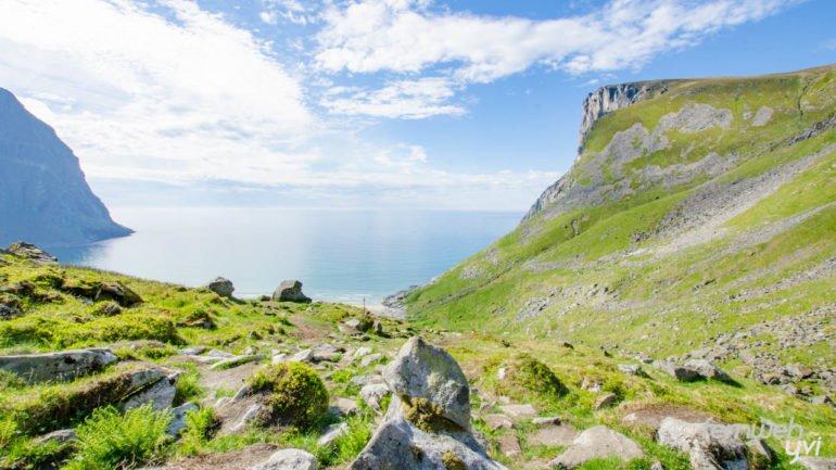 Der Blick zurück auf die Kvalvika Bucht