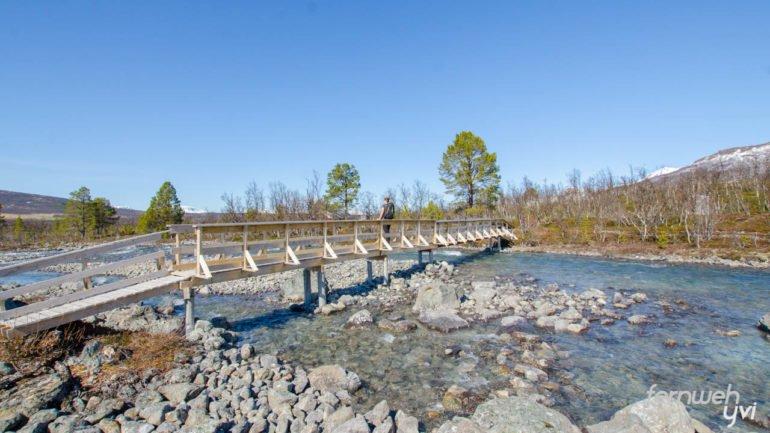 Einer der ersten Wegpunkte: Die Brücke über den Fluss