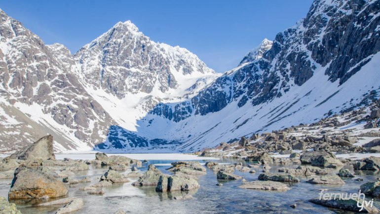 Der See ist leider von einer Eis- und Schneeschicht bedeckt