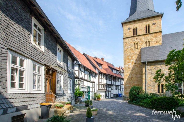 Alter Kirchplatz mit Apostel Kirche